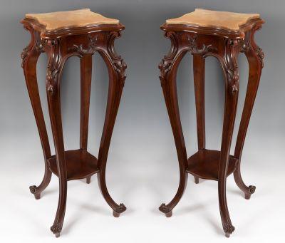 Pareja de peanas de principios del siglo XX. En madera, con base de mármol.