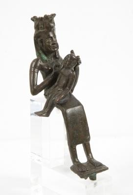 Figura diosa Isis con Harpócrates; Egipto, Baja Época, 664 - 323 a.