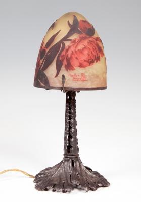 Lámpara Art Nouveau Dalias de MULLER FRÈRES; Luneville, Francia, 1900.Vidrio camafeo y hierro.