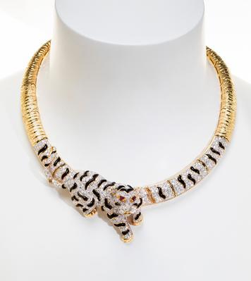 Collar en oro amarillo de 18kts, diseño de la firma SANZ, Barcelona.