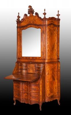 Importante buro escritorio; Italia, siglo XVIII.