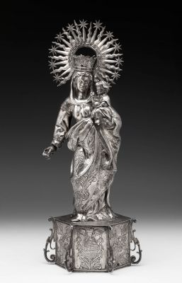 Important silver baroque Virgin with Child. Spain, 17th century.