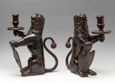 Pareja de leones del siglo XIX. En bronce patinado