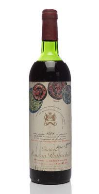 Una botella de Château Mouton Rothschild, cosecha 1975.