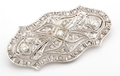Broche vintage en oro blanco de 18 kts. Modelo plaque