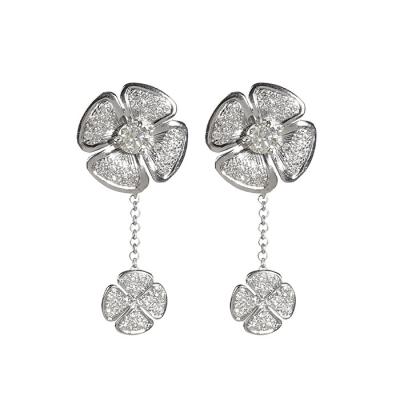 Pendientes en platino modelo rosetón floral estilo