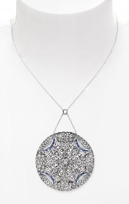 Colgante con cadena en oro blanco en forma de medallón