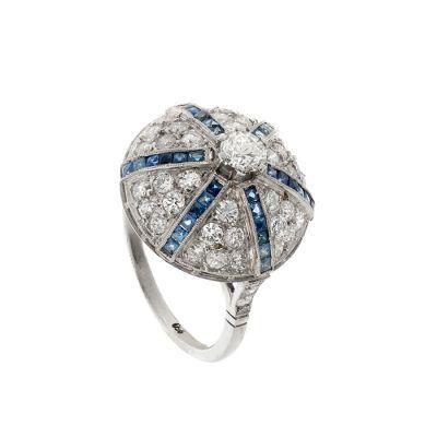 Bombé ring in platinum. With a central diamond, brilliant cut, ca.