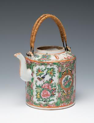 Tetera. Cantón, China, siglo XIX.Porcelana.