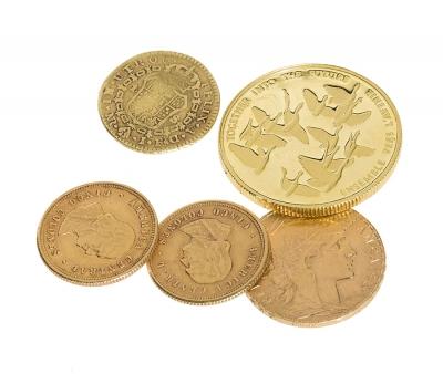 Colección de cinco monedas de oro, siglos XIX y XX.