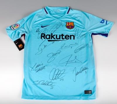 Camiseta firmada por los jugadores del Fútbol Club Barcelona.
