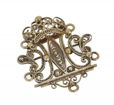 Broche plata dorada modelo