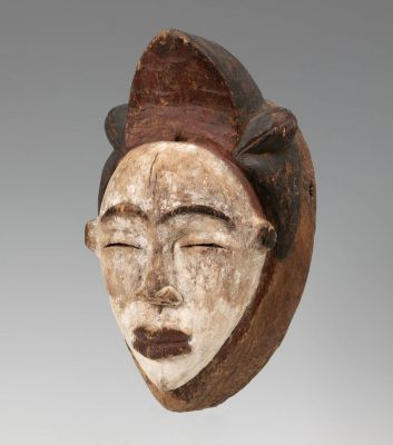 Punu mask, Gabon, first half of the 20th century.In carved wood.
