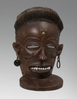 Máscara Tchokwe, Cihongo. Democratic Republic of the Congo (Angola), primera mitad del siglo XX.