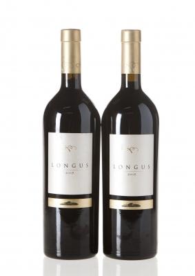 Dos botellas de Longus 2005.Categoría: vino tinto.