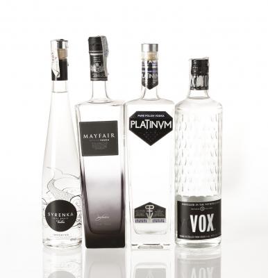 Cuatro botellas de vodka. Categoría: vodka