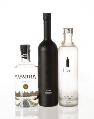 Tres botellas de vodka. Categoría: vodka