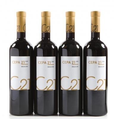 Cuatro botellas de Cepa 21 2006.