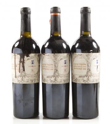 Tres botellas de Castillo Perelada Reserva Especial 200