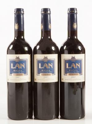 Tres botellas de LAN Reserva 2007.