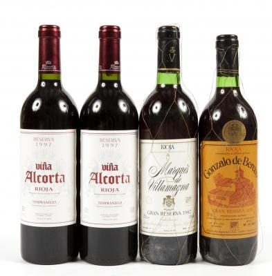 Cuatro botellas de vino de La Rioja.