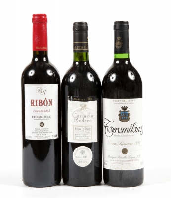 Tres botellas de vino de la Ribera del Duero.