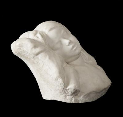 """""""Durmiente"""". Escultura modernista, hacia 1900."""