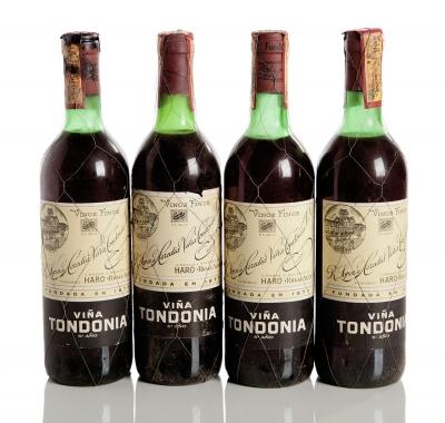 Cuatro botellas de Viña Tondonia 6º Año.