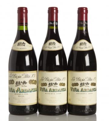 Tres botellas de Viña Ardanza Reserva, 1996 (1) y 2000 (2).