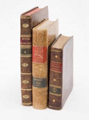 Tres libros de temática jurídica, siglos XVIII-XX.