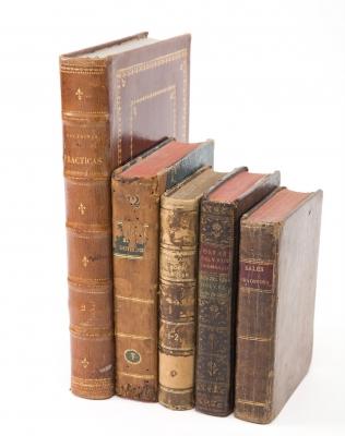 Cinco libros de temática cristiana, siglos XVIII y XIX.