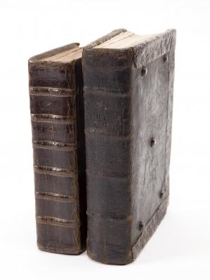 Dos antiguos Breviarios Romanos, 1690 y 1728.