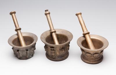 Conjunto de tres morteros de finales del siglo XVIII-pr