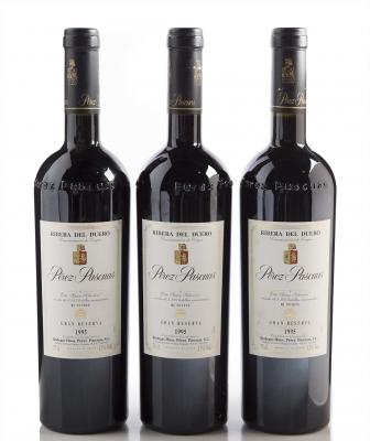 Tres botellas de Pérez Pascuas Gran Reserva 1995.