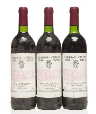 Tres botellas de Vega Sicilia Valbuena 5º 1988.