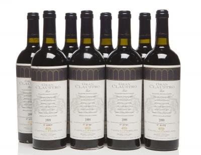 Ocho botellas de Gran Claustro 1999.
