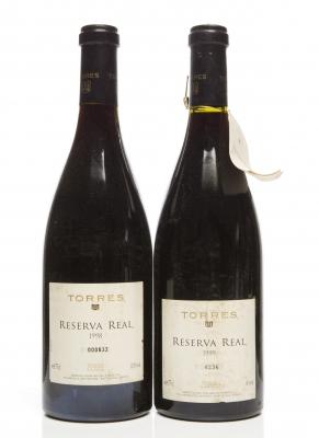 Dos botellas de Torres Reserva Real, 1998 y 1999.