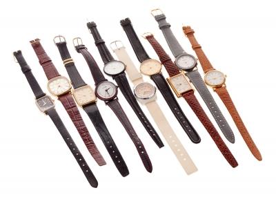 Lote de 10 relojes de señora de cuarzo. Conjunto de d