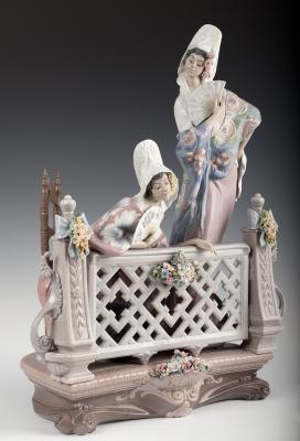 """""""Majas en el balcón"""" Escultura de LLADRÓ; Tabernes Blan"""