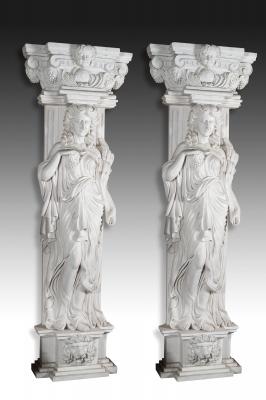Pareja de pilastras modernas de estilo romano.