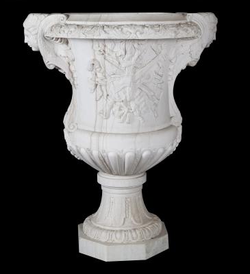 Jarrón moderno de estilo romano. Mármol blanco