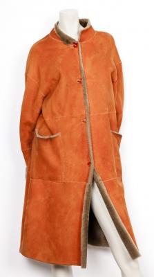 Abrigo en piel de mutón JOAQUIM JOFRÉ. Abrigo largo