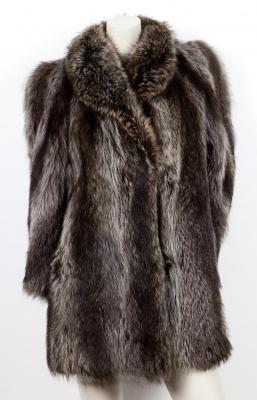 Abrigo corto de renard argenté.