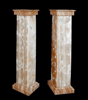 Pareja de columnas del siglo XX. Ónix