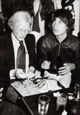 "ANDY WARHOL Y MICK JAGGER. Foto original de Andy Warhol y Mick Jagger,  en el autógrafo del single ""Love you live"",."