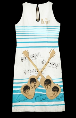 THE BEATLES.Vestido merchandansing de The Beatles con etiqueta original, año 1964.