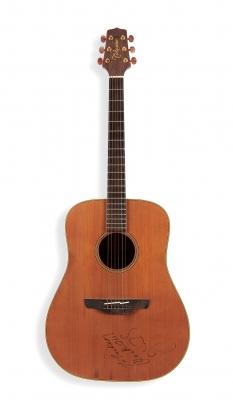 JOHN FOGERTY.Guitarra acústica Takamine, propiedad de John Fogerty.