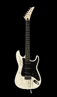 ZZ TOP. Guitarra eléctrica FS Aria Pro II firmada por ZZ Top