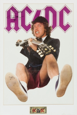Cartel promocional AC/DC firmado por Angus Young, junto...