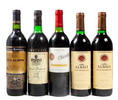 Cinco botellas de Viña Albina (1), Berberana (1), Chivi...